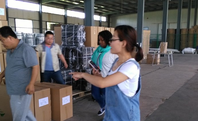Mozambique customers inspect products to our factory